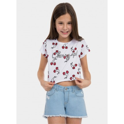 Modelo Camiseta Tiffosi Kids Mint niña junior manga corta por encima del ombligo